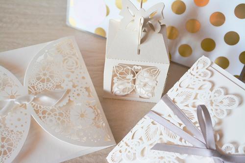 Invitación de boda y detalles troquelados