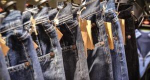 Etiquetas para ropa en tienda